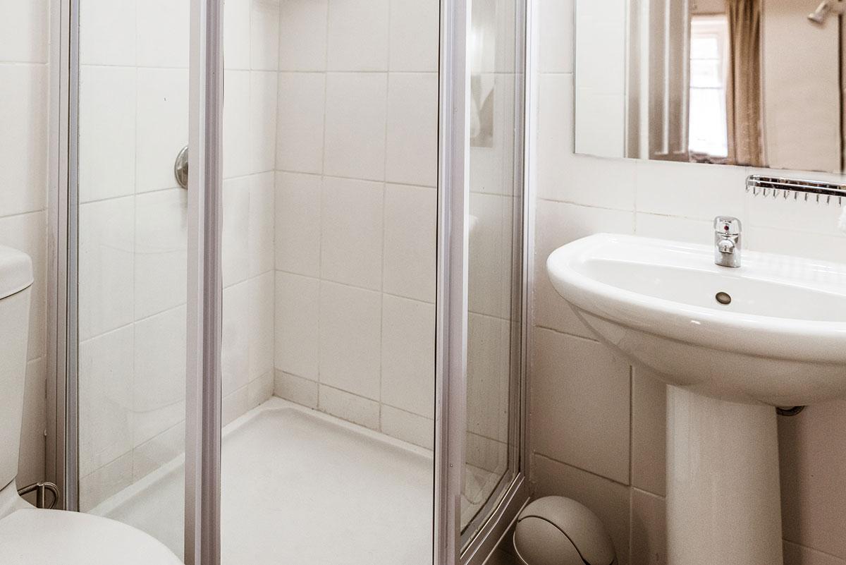 Room6 bathroom